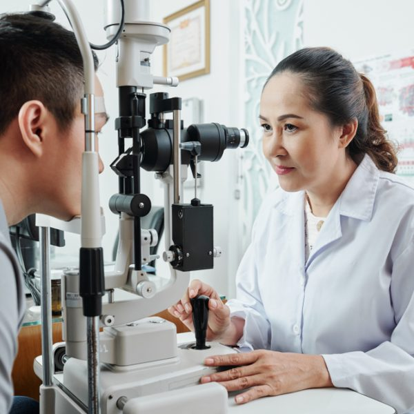 Optometrist-AsianWomanWmalePatient